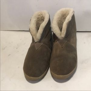 Bearpaw Genuine Sheepskin Booties sz9